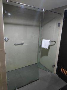 kamar mandi kaca